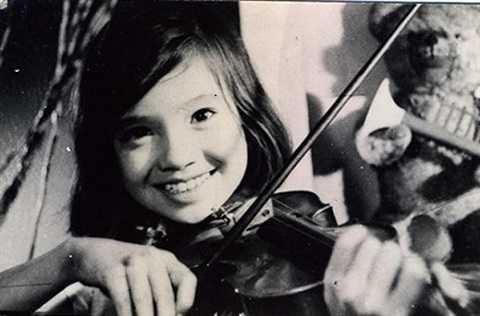 Lan Hương nổi tiếng từ vai diễn trong phim Em bé Hà Nội.