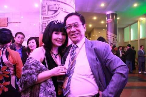 Sau rất nhiều trắc trở, Lan Hương và Tất Bình mới đến được với nhau. Mối nhân duyên của họ vẫn bền chặt sau hơn 25 năm chung sống.