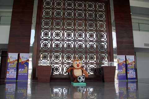 Sân Zeyar Thiri nằm trong tổ hợp thể thao Zeyar Thiri được xây dựng với chi phí nhiều triệu USD nhằm phục vụ tốt nhất cho SEA Games 27