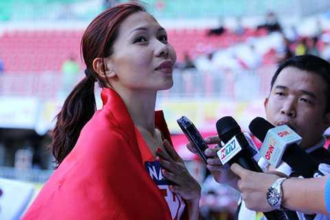 Vũ Thị Hương vô địch 100m nữ