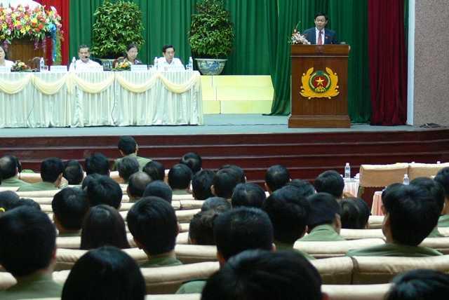 Ông Vương Đình Huệ tiếp xúc cử tri công an tỉnh Bình Định