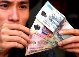 Từ ngày 1/1/2014, mức lương tối thiểu vùng sẽ từ 1.900.000 đến 2.700.000 đồng/tháng tăng 250.000-350.000 đồng so với hiện nay.