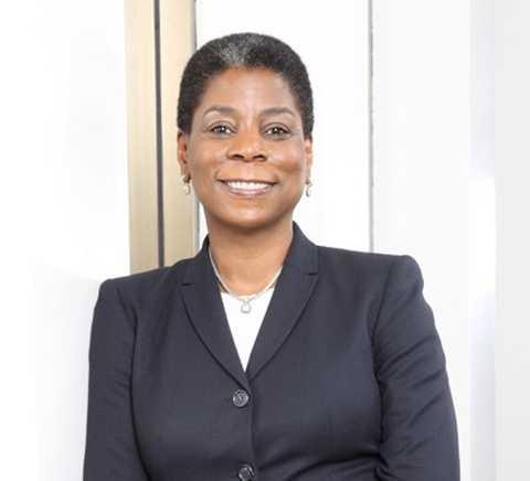 Nữ CEO gốc Phi làm nên cách mạng cho thương hiệu Xerox Ursula Burns.
