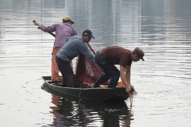 Tìm ông Hùng bằng lưới.