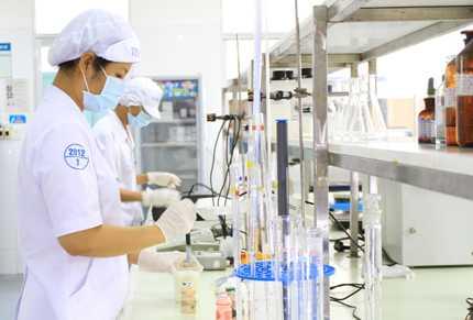 Tất cả sản phẩm sữa chua Vinamilk đều được kiểm tra chất lượng nghiêm ngặt trước khi đến tay người tiêu dùng