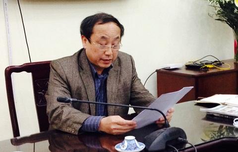 Đại tá Nguyễn Xuân Đình trao đổi với báo chí