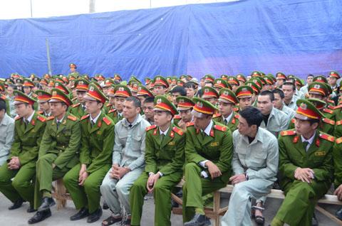 Do số lượng bị cáo quá đông nên Công an tỉnh Quảng Ninh phải huy động đông đảo lực lượng đảm bảo ANTT tại phiên tòa