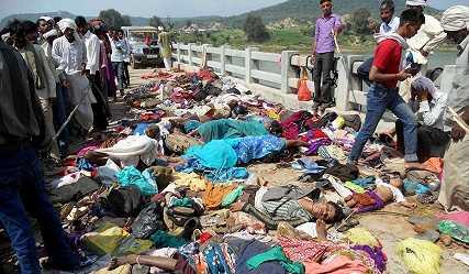 Hiện trường vụ giẫm đạp kinh hoàng khiến ít nhất 91 người chết