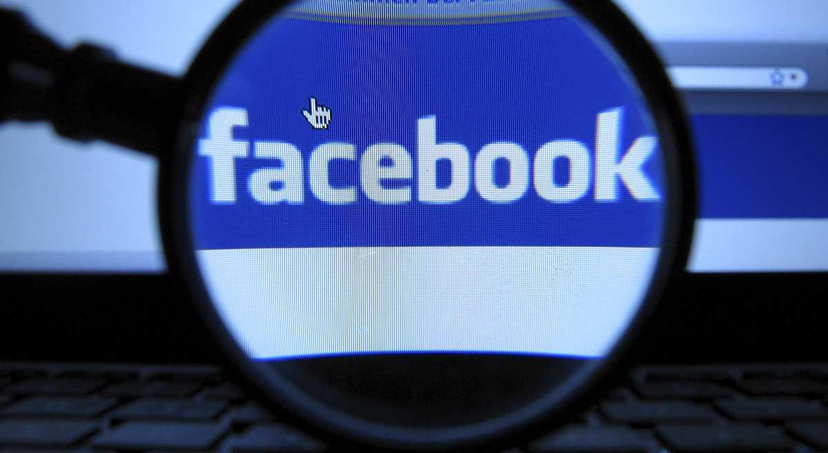 Học sinh và giáo viên bị cấm kết bạn qua Facebook
