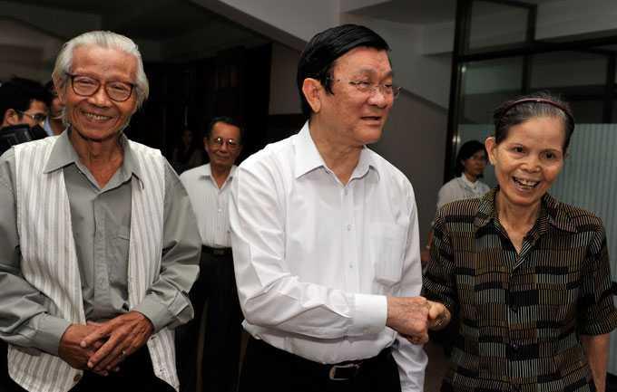 Chủ tịch nước Trương Tấn Sang tiếp xúc cử tri Quận 4, TP.HCM chiều 10/10.