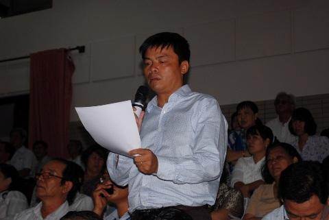 Cử tri Q.4, TP.HCM phát biểu ý kiến với các đại biểu Quốc hội (ảnh: N.Trinh)