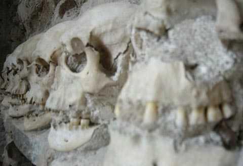 Cận cảnh những chiếc sọ người được dùng để xây tháp