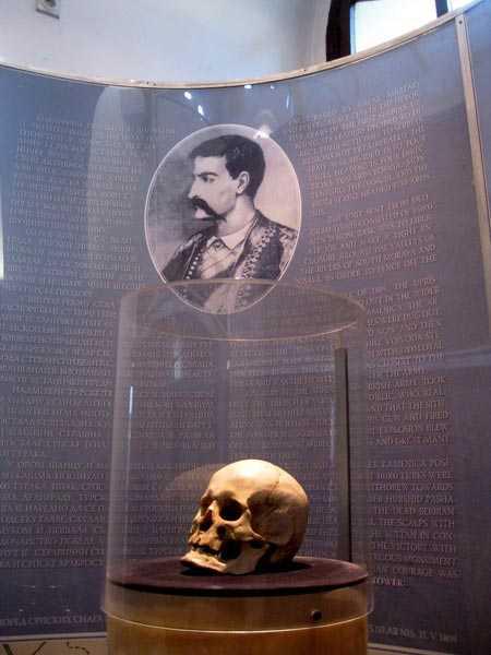 Chân dung và hộp sọ của Stevan Sindelic, lãnh đạo đội quân nổi dậy bị tàn sát