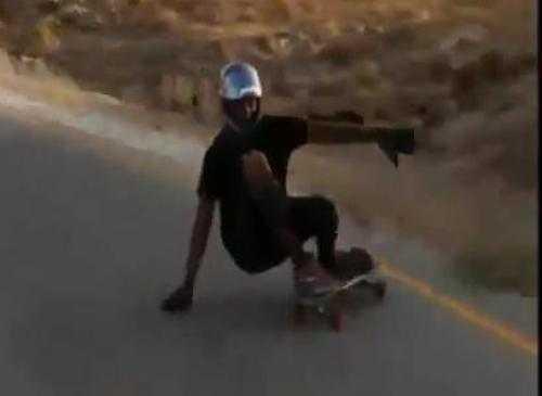 Trượt ván phi vào lan can bê đường. Xem Clip