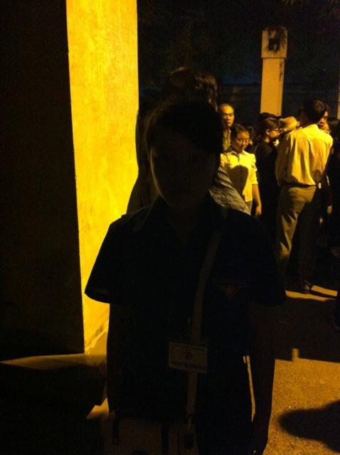 Một nữ sinh tình nguyện thức trắng đêm