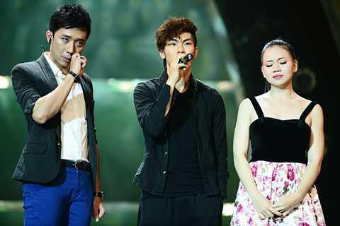 Đình Hải và Ngọc Tiên nói lời chia tay chương trình.