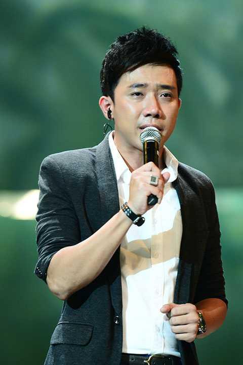MC Trấn Thành không kìm được nước mắt.