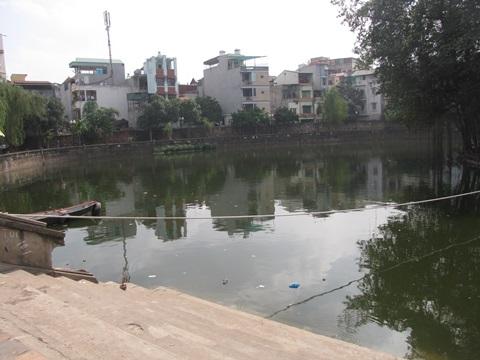 Hồ Văn Miếu, nơi phát hiện thi thể người phụ nữ