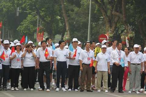 Ông Nguyễn Hải Hồ Phó TGĐ Habeco tham gia chạy hưởng ứng tại vạch xuất phát