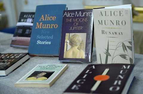 Trước khi giành giải Nobel Văn học, Munro từng là nhà văn yêu thích của độc giả Canada và thế giới.