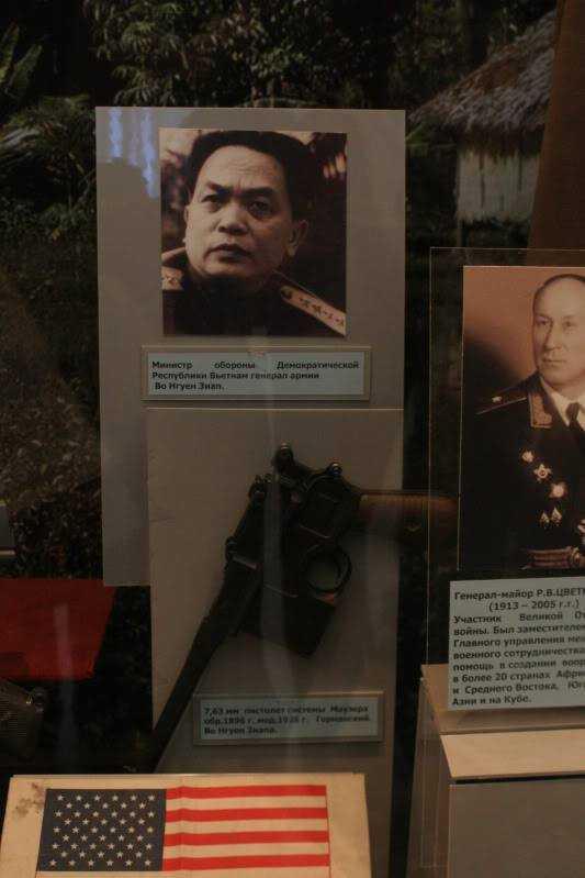 Nơi trưng bày ảnh và khẩu súng của Đại tướng Võ Nguyên Giáp tại Bảo tàng Trung ương các lực lượng vũ trang Nga. Ảnh: Việt Hùng