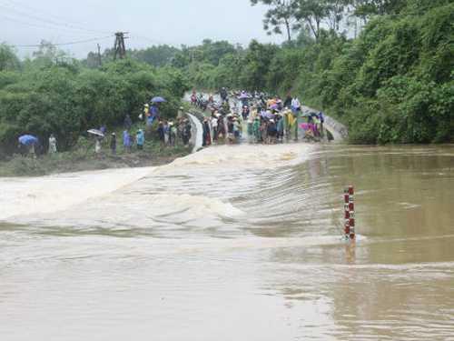 Hiện các trường học ven các con sông ở Quảng Bình đang bị ngập sâu trong nước lũ. Ảnh: GD& TĐ