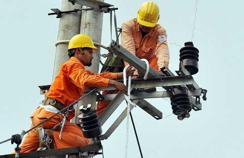 Chuyên gia kinh tế Lê Đăng Doanh cho rằng, EVN phải công bố các chi phí thực sự cấu thành giá điện, để tránh gây thiệt hại cho người dân và doanh nghiệp