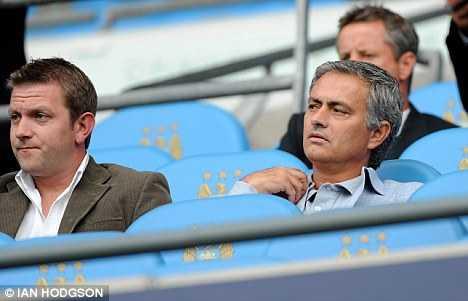 Mourinho từng được Man City chèo kéo