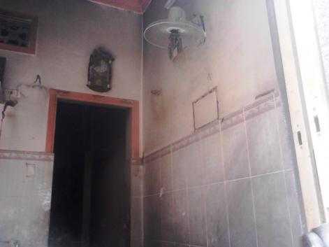 Một số vật dụng trong nhà bị cháy rụi. Ảnh: Phan Cường