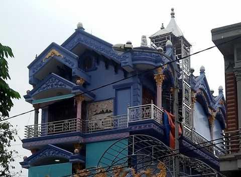 Điện thờ được đặt ở tầng 3 ngôi biệt thự