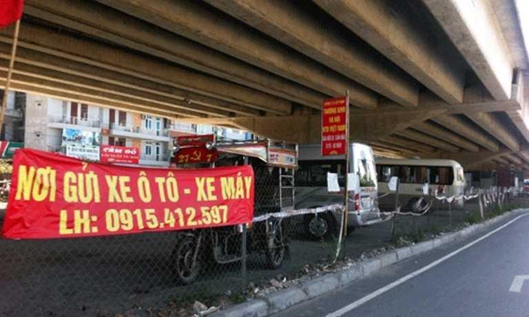 Tại khu vực gầm cầu vượt đường Vành đai 3 trên cao đoạn qua cầu Dậu (điểm Nguyễn Xiển - Nguyễn Hữu Thọ)