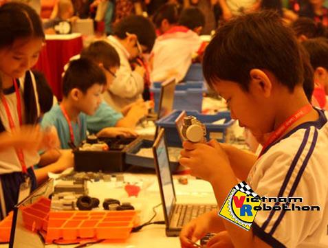 Thi lắp ráp robot tại Mỹ Đình năm 2012