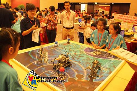 Thi đấu Robot tại cuộc thi Robotics Quốc tế 2012