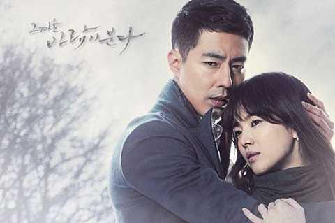 Song Hye Kyo đóng cặp cùng nam tài tử Jo In Seong trong bộ phim Ngọn gió đông năm ấy.