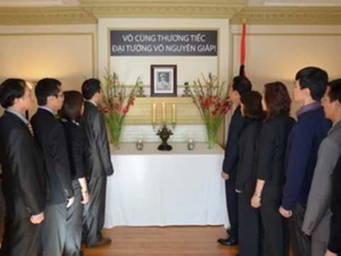 Lễ viếng Đại tướng ở Đại sứ quán Việt Nam ở Ottawa, Canada