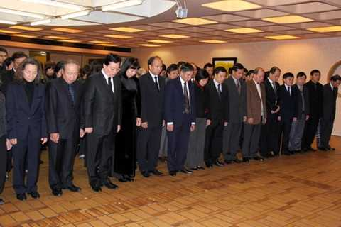 Lễ viếng Đại tướng Võ Nguyên Giáp ở Đại sứ quán Việt Nam ở Paris, Pháp. (Nguồn: Phân xã Paris)
