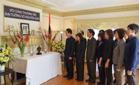 Lễ viếng Đại tướng ở Đại sứ quán Ottawa, Canada. (Nguồn: Phân xã Ottawa)