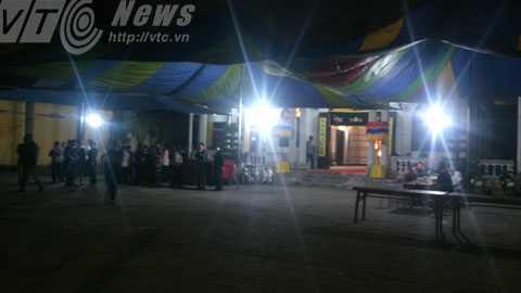 Gia đình các nạn nhân chuẩn bị làm tang lễ cho các nạn nhân - Ảnh: Minh Khang