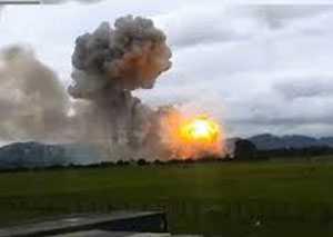Khói lửa kinh hoàng bốc ra từ vụ nổ. Ảnh: Dân Việt