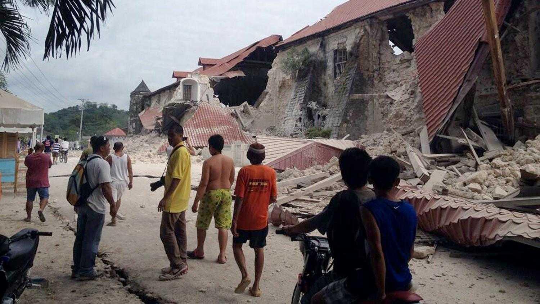 Cảnh hoang tàn sau trận động đất ở Philipines