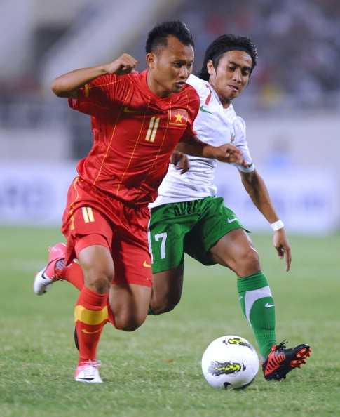 Trong Hoàng vừa ghi 2 bàn vào lưới Qatar