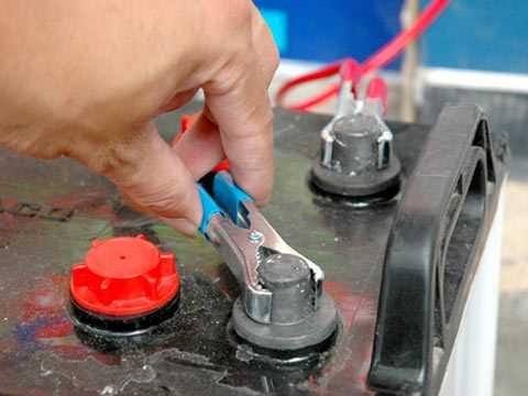 Việc để 1 cặp dây câu bình ắc quy với chiều dài tối thiểu là 2,5m trên xe sẽ giúp bạn dễ dàng xử lý các sự cố.