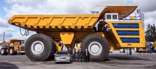 Chiếc xe cao 8m, dài hơn 20m.