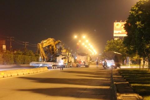 Chiếc xe được giải cứu khỏi gầm cầu vượt Quang Trung sau gần 2 giờ