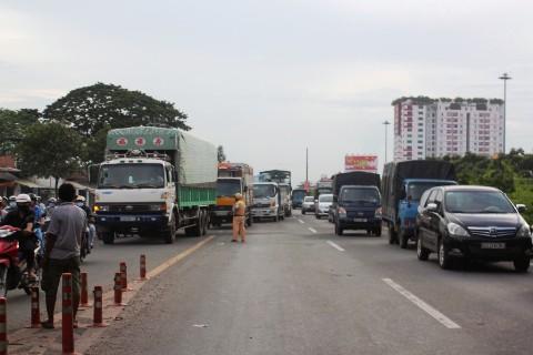 Giao thông trên quốc lộ 1A bị ùn tắc do ảnh hưởng của vụ tai nạn