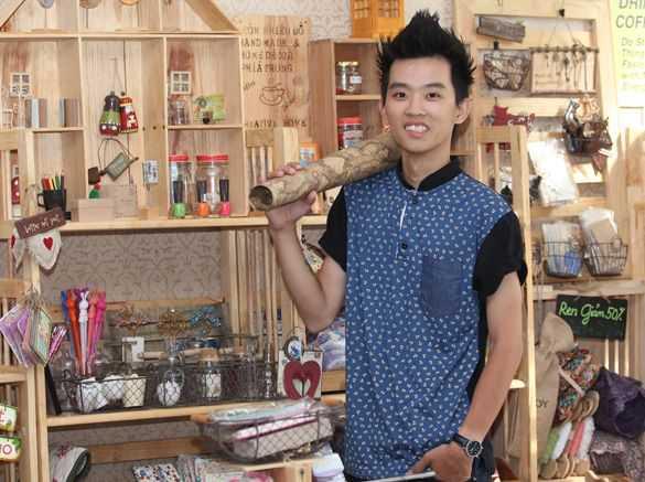 Đỗ Viết Tuấn chấp nhận bỏ ĐH Luật Hà Nội để theo đuổi đam mê với handmade của mình.