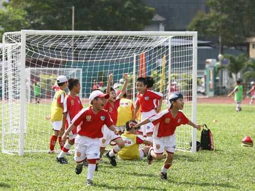 Học sinh ăn mừng bàn thắng (Ảnh minh họa)