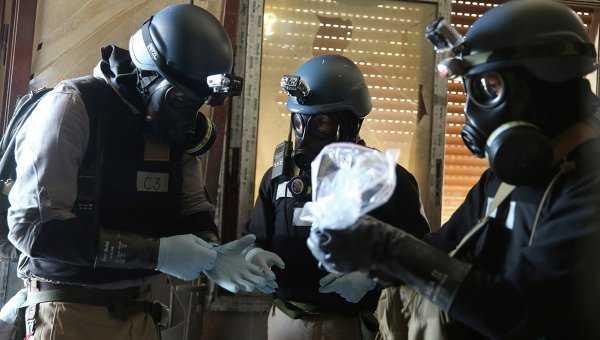Thanh sát viên của Liên Hiệp Quốc thu thập chứng cứ về việc sử dụng chất độc thần kinh sarin ở ngoại ô Damascus