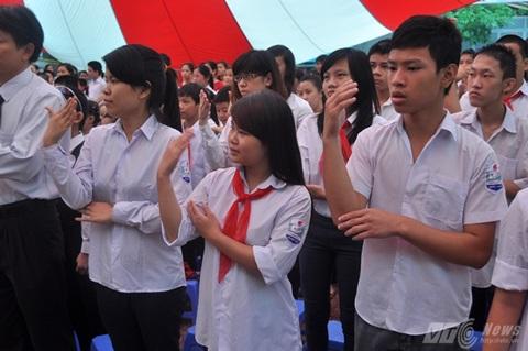 Học sinh trường PTCS Xã Đàn hát quốc ca bằng ngôn ngữ kí hiệu