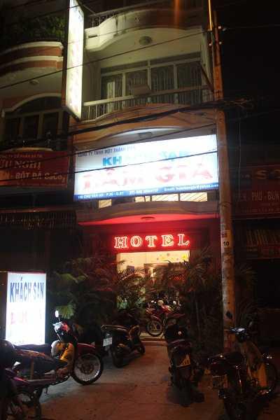 Khách sạn Lâm Gia bị công an kiểm tra bất ngờ